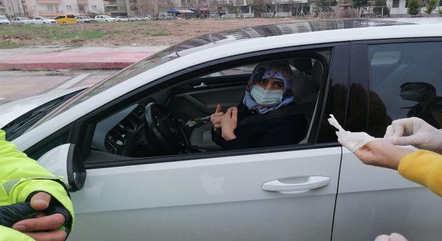 Covid temaslı kadın sürücü uygulamada yakalandı