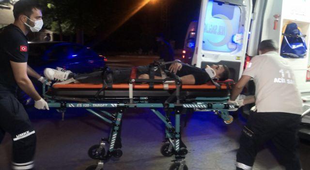Alkollü sürücü yemek götüren kurye motosikletine çarptı: 2 yaralı