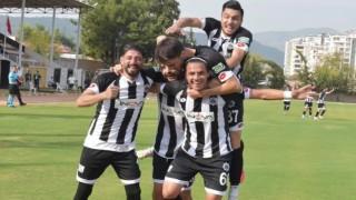 15 Futbolcunun Testi Pozitif Çıktı, Maç Ertelendi