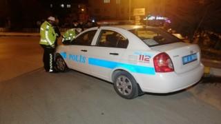 Kısıtlamaya rağmen alkollü sürücüler sokaklarda