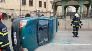Kavşakta 2 araç çarpıştı: 2 yaralı
