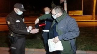 Polislere çay ve kek ikramı