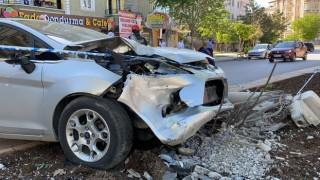Kazaya karışan sürücü sinirini basın mensuplarından çıkardı