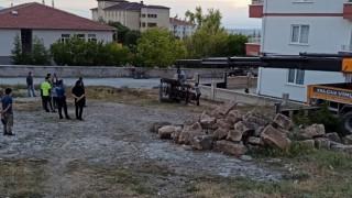 Kadın sürücünün kullandığı traktör şarampole devrildi: 1 yaralı